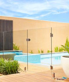 12 מעקה לבריכה מזכוכית Ideas Glass Pool Fencing Pool Fence Backyard Fences