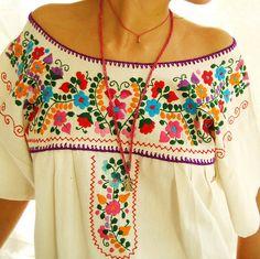 Linda blusa com bordado mexicano