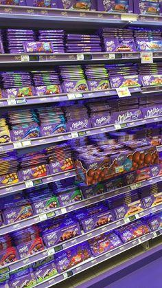 Trip to Japan: Tokyo, Milka Chocolate, Dairy Milk Chocolate, Chocolate Sweets, I Love Chocolate, Chocolate Gifts, Chocolate Lovers, Melting Chocolate, Sleepover Food, Junk Food Snacks