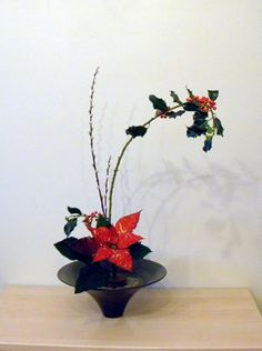 Junko's Ikebana class, Freestyle. Free Style, the most recently developed style of Ikebana, is very different; The materials in Free Style are unrestricted. The arranger may choose not just floral materials but anything desired. Materials, for example, may be dried, paper, plastic or metals. I prefer natural materials but occasionally also use dried. Freestyle seeks creative beauty & it is left entirely up to the arranger what to express & how to express it. www.ikebanabyjunko.co.uk