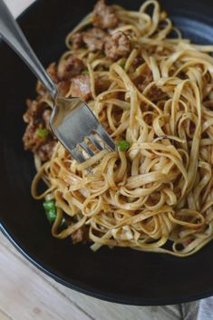 Super easy and SUPER delicious Asian noodles with a spicy Chinese black bean and garlic sauce. Total comfort food, and really quick to make! Quick Asian Noodle Recipe, Asian Noodle Recipes, Asian Recipes, New Recipes, Ethnic Recipes, Recipes Dinner, Easy Recipes, Healthy Meals To Cook, Healthy Recipes