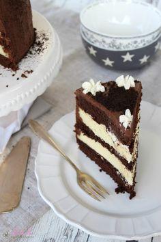 ullatrulla backt und bastelt: Schokoladentorte mit Cheesecake-Füllung | Knuspergeburtstagsgruß fürs Knusperstübchen