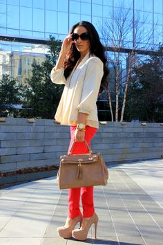 i cant pull off colored jeans but kudos to the girls who can! love this outfit!