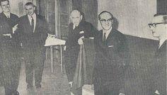 De gauche à droite: Jules Clauwaert, Maurice Deleforge, Wenceslas-Jean Godlewski, Robert Hennart et Michel Logié. Photo prise le 20 décembre 1967, pour la commémoration des 20 ans de la mort de Paul Verschave, fondateur de l'école. (Premier numéro du journal ESJ de janvier 1968)