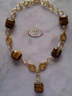 Elegante collar de Ojo de Tigre con cadena de oro laminado.