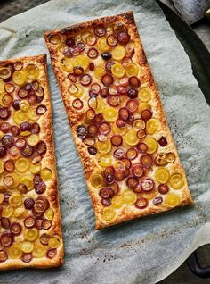 Grape Tart from Ricardo Cuisine is only FOUR ingredients and has a wonderful warming and sweet flavors from cardamom, sugar, and fresh grapes. SO GOOD and SO EASY! Green Grapes, Holiday Recipes, Appetizers, Vegetarian, Sugar, Fruit, Cooking, Sweet, Easy