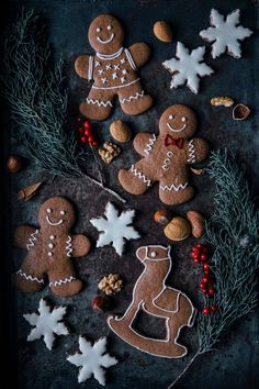 Gluten-free Chai Snowflakes & gluten-free Gingerbread Cookies our food stories: glutenfree chai snowflakes & glutenfree gingerbread cookies Christmas Mood, Noel Christmas, Christmas Desserts, Christmas Treats, Christmas Baking, Christmas Decorations, Xmas Holidays, Christmas Kitchen, Winter Holiday