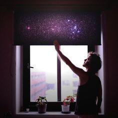 Una cortina con una imagen de la Galaxia
