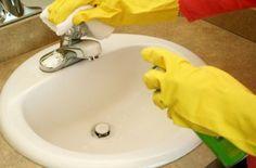 ¿Cansado de ver óxido en el baño? Te mostramos tres soluciones para eliminarlo sin apenas esfuerzo.