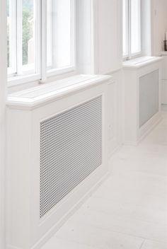 Kryty radiátorů jsou nové, vzhledově mají evokovat dobu, kdy byl dům postavený.