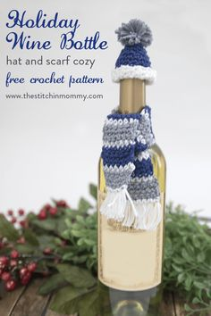 Holiday Wine Bottle Hat and Scarf Cozy - Free Crochet Pattern - The Stitchin Mommy Christmas Crochet Patterns, Holiday Crochet, Crochet Gifts, Free Crochet, Crochet Bags, Christmas Wine Bottles, Wine Bottle Covers, Wine Bottle Crafts, Beer Bottle