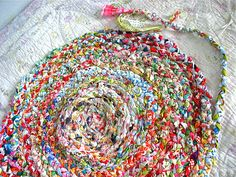 I love rag rugs. Would love to make one.