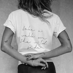 like this print on the t-shirt. I am careful (and picky) of what I have printed on my shirts. Blusas T Shirts, Tee Shirts, Mode Style, Style Me, Wild Style, Ombre Look, Pinterest Instagram, Happy Week End, Pocket Tees