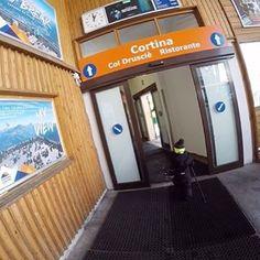 ⛷️ Gondel fahren ist immer ein absolutes Highlight für Flo. In Cortina war er das erste Mal mit einem Sessellift unterwegs...🙈 Findet heraus wie unser Tag am Berg war, ein VIDEO gibts ebenfalls... den link findet ihr in der bio #skifahren #cortinadampezzo #italien #skiurlaub #gondelfahren #familienurlaub #wanderlust #tofanadimezzo #tofana #mamablogger #elternblogger #gowiththeflo #unterwegsmitkindern #mymumlife #lebenmitkindern #followusaround #folgeunsaufdenberg #folgeuns Fitness Workouts, Berg, Wanderlust, Link, Furniture, Home Decor, Happy Kids, Ski Trips, Ski