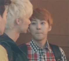 I'm so done lol #Xiumin #Luhan (gif) anw xiumin looks really handsome~