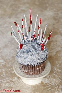 Game Of Thrones Cake and Cupcake ideas, How to, DIY, homemade, home, make, chocolate, mold, easy, cheap, flour, powdered, sugar, confectioners, swords, object, hack, silicone, affordable,