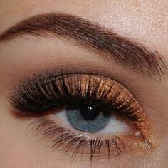 Turn up the volume with this style's abundance of soft mink fur spread out across the entire band for a full and dramatic look. Dramatic Eye Makeup, Smoky Eye Makeup, Dramatic Look, Esqido Lashes, Bigger Eyes, Dark Smokey Eye, Smoked Eyes, Halloween Makeup, Halloween Ideas