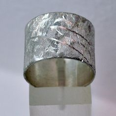 Sterling silver hammered ring with rough unique by silverjewelrygr