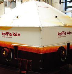 Koffie Kàn - Huisstijl realisatie - Communicatie en reclamebureau 2design Roeselare - Grafisch ontwerp, webdesign en apps - Huisstijl - belettering silo (koffie)