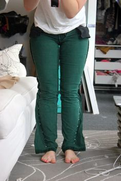DIY Skinny Jeans From Flared Jeans, Step by Step Instructions (with pictures)   niftythriftygoodwill
