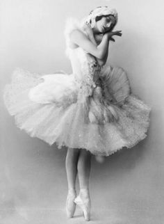 "Anna Pavlova ""The Dying Swan"" (1905) I've never in my life ""felt"" something when I watched someone dance. This almost made me cry. SO beautiful."