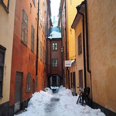 The narrow alleys and the colorful houses makes Old Town one of my favourite places in Stockholm! ❤️