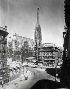 Vintage Vienna Dark Castle, Vienna Austria, Old City, Kirchen, Dom, Old Pictures, Time Travel, Paris Skyline, Old Things