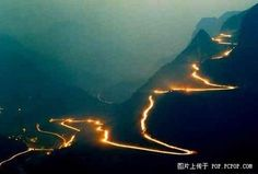 State Road 319 in ChinaOne of the most dangerous roads in the world 1