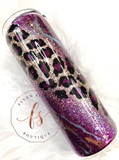 Diy Tumblers, Custom Tumblers, Glitter Tumblers, Glitter Glasses, Glitter Cups, Diy Resin Crafts, Diy Arts And Crafts, Cute Cups, Tumbler Designs