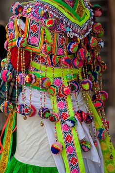 Помпон This is something different, very colorful and pom pom-y. Ethnic Fashion, Colorful Fashion, Weird Fashion, Navratri Dress, Textiles, Folklore, Mardi Gras, Textile Art, Wearable Art