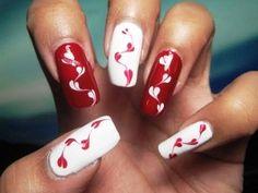 Queen of hearts nail art   AmazingNailArt.org