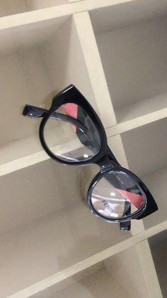 Para mulheres arrojadas que precisam mudar seu visual no dia-dia. Temos variedade para que você encontre o ideal para seu formato de rosto Eye Glasses, Eyewear, Elsa, Frames, Sunglasses, Chic, Fashion, Lenses, Glasses