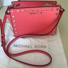 Michael Kors Small stud Selma Brand new MK Small Stud Selma in gorgeous coral! Already sold one of these beauties super fast! Any questions just ask! Ⓜ️$170 Michael Kors Bags Crossbody Bags