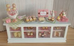 Bakery goodies    Dollhouse Miniatures and Accessories