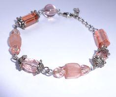 Pulseira rosa com detalhes prateados