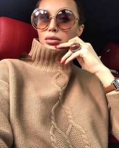 This is something I found interesting and though that it will be worth sharing! Car Selfies, Photo Instagram, Instagram Posts, Girl Fashion, Womens Fashion, Fashion Pictures, Chic, Body, Round Sunglasses