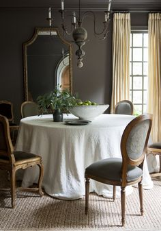 48 Extraordinary Fancy French Country Dining Room Design Ideas - Page 29 of 48 Dining Room Table Decor, Dining Room Lighting, Dining Room Design, Dining Room Furniture, Dining Chairs, Furniture Design, Furniture Layout, Club Chairs, Dining Set