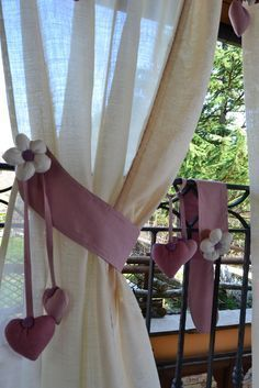Pioneer Log Homes Curtain Holder, Curtain Tie Backs, Curtains And Draperies, Drapes Curtains, Easy Crafts For Teens, Feminine Bedroom, Curtain Accessories, Curtain Designs, Handmade Home Decor