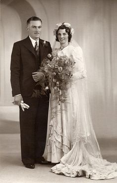 1940s Wedding, Vintage Wedding Photos, Vintage Bridal, Vintage Weddings, Country Weddings, Lace Weddings, Wedding Couples, Wedding Bride, Wedding Gowns