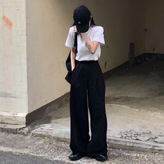 Image uploaded by Stacy Martin. Find images and videos about girl, fashion and style on We Heart It - the app to get lost in what you love. Simple Style, Cool Style, My Style, Stacy Martin, Cool Outfits, Fashion Outfits, Girl Fashion, Aesthetic Hair, Ulzzang