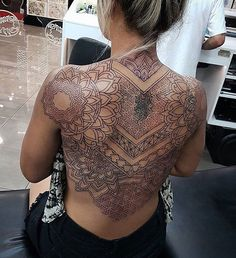 Awesome back tattoo made by: - My list of the most creative tattoo models Tattoo Girls, Girl Tattoos, Tattoos For Women, Tatoos, Back Tattoo Women Full, Full Back Tattoos, Tatuajes Amy Winehouse, Piercing Tattoo, Piercings