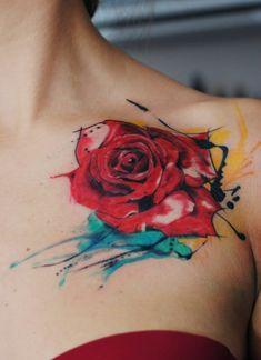 Tatoos für Frauen rote Rose