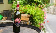 Кианти е едно от най-старите вина, което се произвежда от поне 700 години. Според сомелиерите невероятните качества на виното кианти си проличават, когато то се съчетава с храни с по-висока киселинност, както и с месни ястия с плътни сосове.