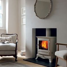 New Pics long Fireplace Hearth Style The experts at Chesney's share their advice on how to pick the perfect fireplace for every home Living Room Interior, Home Living Room, Living Room Designs, Living Room Decor, Decor Room, Dining Room, Log Burner Living Room, Living Room With Fireplace, Wood Burner Fireplace