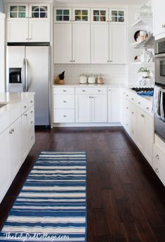 white kitchen cupboards with dark wood floors Rustic Kitchen Design, White Kitchen Decor, Home Decor Kitchen, Country Kitchen, Home Kitchens, Kitchen Ideas, Remodeled Kitchens, Kitchen Wood, Country Cooking
