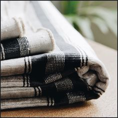 Edinburgh (lescreations.com): look masculino #monochrome #home #homedesign #homedecor #decor #decoration #homesweethome #interior #lovely #cute #textiles #textildesign #fabric #pattern #texture