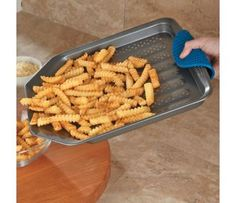 Nonstick French fry pan bakes crispy, low-fat golden French fries, without frying in oil or turning. Baking Gadgets, Kitchen Gadgets, Kitchen Appliances, Cooking Tools, Cooking Recipes, Basic Cooking, Cooking Stuff, Baking Pans, Baking Sheet