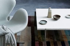 Swan armchair by Arne Jacobsen and PK61 table by Poul Kjærholm from Fritz Hansen