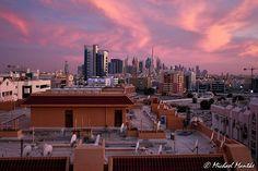 Skyline von Dubai bei Sonnenuntergang mit Burj Khalifa