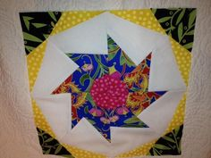 A rotating piece like a pin wheel. Pinwheels, Paper Piecing, Arts And Crafts, Creative, Projects, Paper Scraps, Log Projects, Blue Prints, Art And Craft